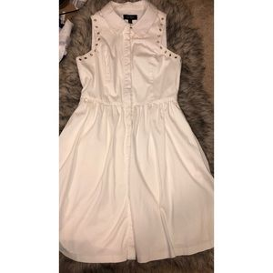 White sleeveless collared dress